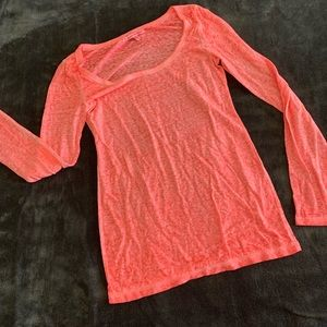 American Eagle long sleeve peach t shirt.